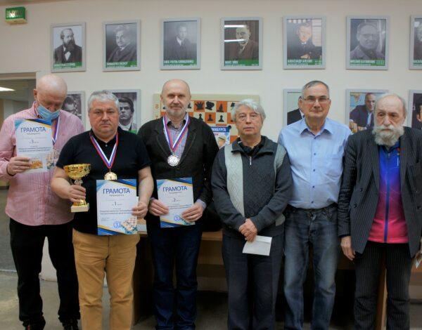 Олег Козлов и Юлия Смирнова стали чемпионами Екатеринбурга среди ветеранов